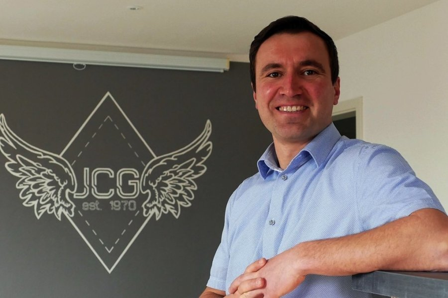 Weil ihm der Kontakt zur Jugend wichtig ist, will Bürgermeister Robert Arnold öfter in den frisch sanierten Vereinsräumen des Jugendclubs Grünhainichen (JCG) vorbeischauen.
