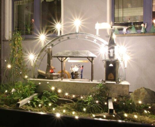 Jürgen Höra hat aus Sicht der Jury das schönste Weihnachtshaus gestaltet.