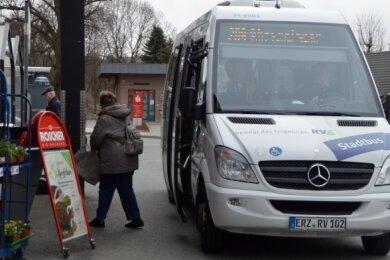 Bekanntestes Beispiel aus der Region: der Ortsbus in Gelenau. Das nun anvisierte Pilotprojekt zielt aber auf einen Bus auf Abruf.