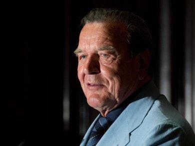 Ex-Bundeskanzler Gerhard Schröder (SPD) steht wegen seiner Posten bei russischen Firmen immer wieder in der Kritik.