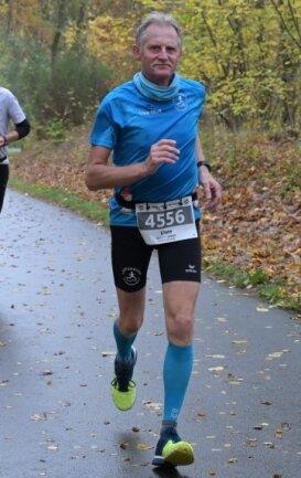 Uwe Zingler sicherte sich beim 51. Göltzschtal-Marathon Platz 3 in der AK 60 bis 64.