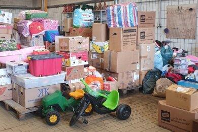 Das Foto zeigt einen Teil der Hilfsgüter, die von Schneeberg nach Kall transportiert wurden.