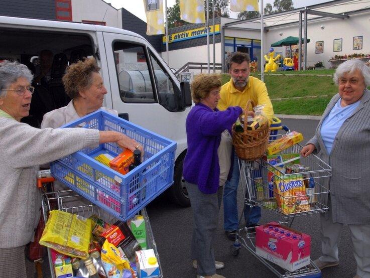 """<p class=""""artikelinhalt"""">Der Niederbobritzscher Lebensmittelhändler Wolfgang Fiedler holt seine Kunden aus Naundorf und Hilbersdorf zum Einkaufen mit dem Shuttle-Bus ab. </p>"""