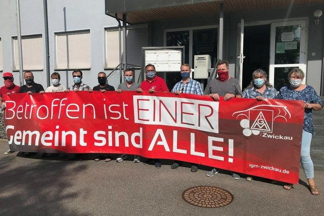 Gewerkschafter solidarisieren sich mit dem Betriebsrat.