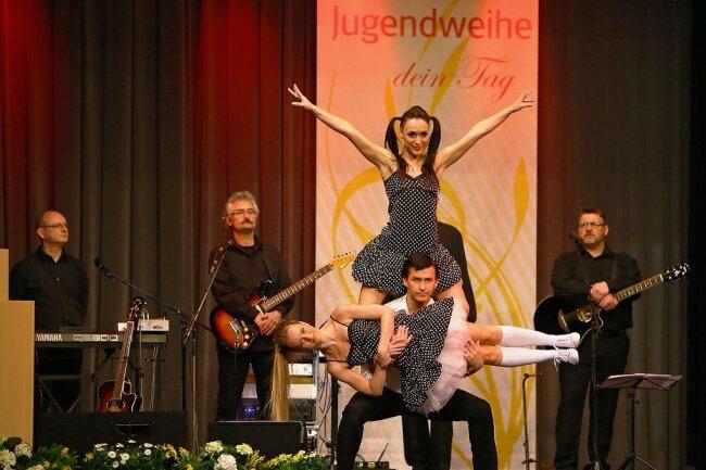 """Künstler wie die Dance Academy Zwickau (im Bild) unterhielten in vergangenen Jahren bei Jugendweihefeiern im Hohenstein-Ernstthaler """"Schützenhaus"""". Im Moment dient der Saal aber als Testzentrum."""