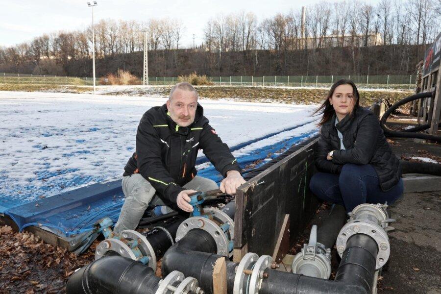 Logistiker Uwe Reinisch und Projektmanagerin Sandra Gierth sind traurig. Inzwischen ergibt es für sie keinen Sinn mehr, asuf den Saisonstart zu warten.
