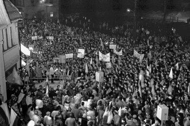 Demonstration vor der Kokerei in Zwickau 1990. Zur Geschichte der Region gehört auch der Kampf um den Erhalt der Betriebe.