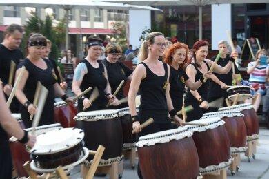 """Die Chemnitzer Percussion-Gruppe """"Hibiki Daiko"""" bei der Fête de la Musique im vergangenen Jahr in Chemnitz."""