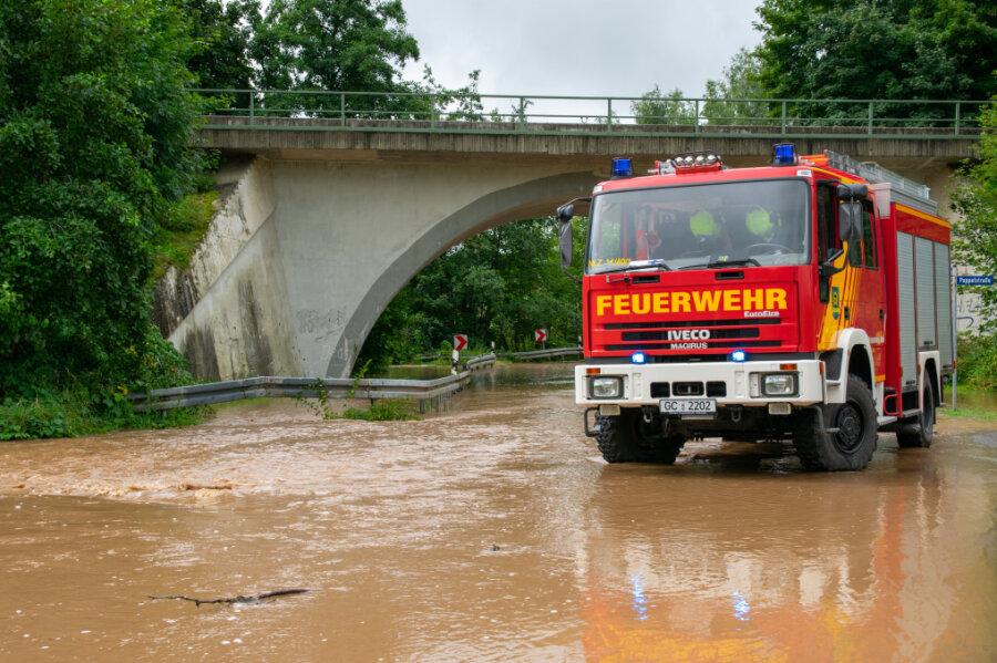 Der Lungwitzbach überspülte am Samstag die S 245.