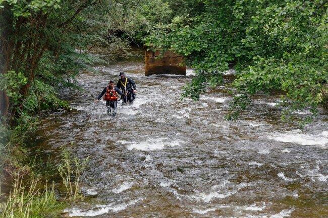 Polizeitaucher haben in den vergangenen Tagen nach dem Vermissten aus Steinbach gesucht.