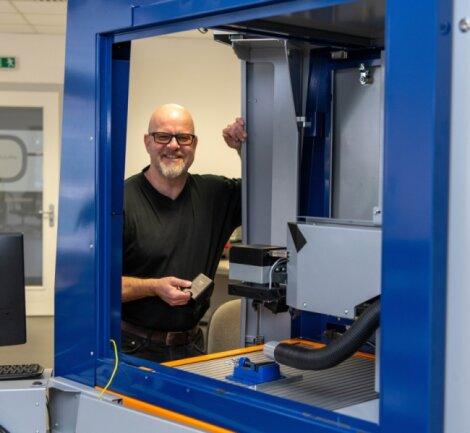 Mirko Jedynak ist Geschäftsführer der Optogon Deutsche Industrielaser GmbH in Erlau. Das Unternehmen fertigt Laserbearbeitungsmaschinen für verschiedene Branchen.