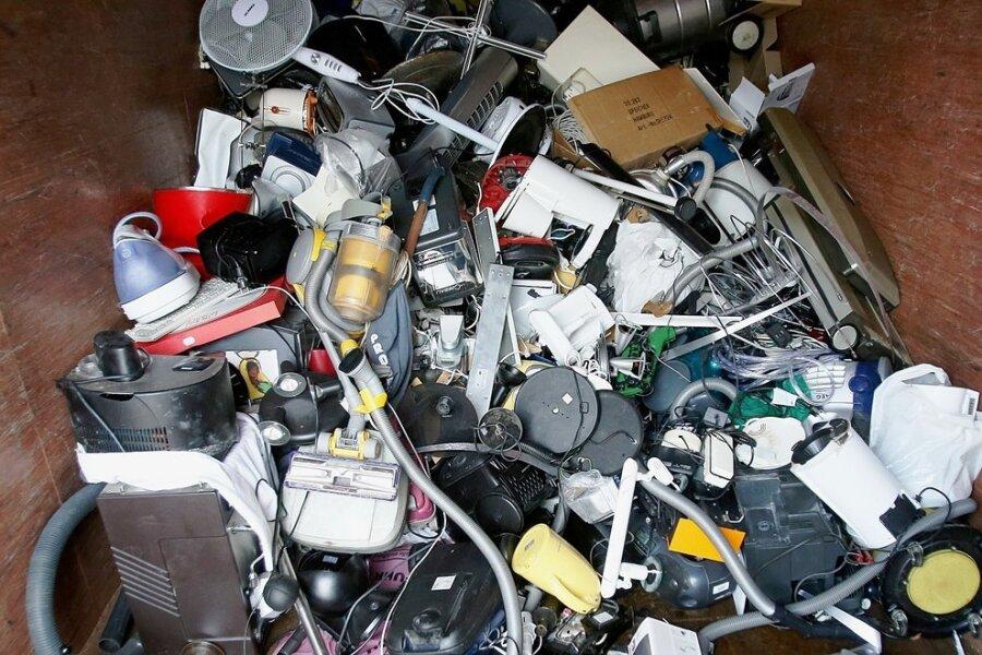 Eine riesige Menge Elektroschrott fällt jedes Jahr in der EU an. Ein ganzer Teil wäre vermeidbar, wenn Geräte länger halten und sich leichter und billiger reparieren lassen würden.