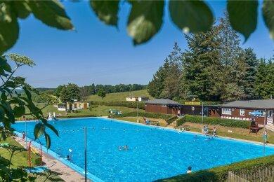 Das Freibad in Lengefeld hat wieder für Besucher geöffnet. Aus der erhofften fast 2,48 Millionen Euro teuren Sanierung wird vorerst aber nichts.