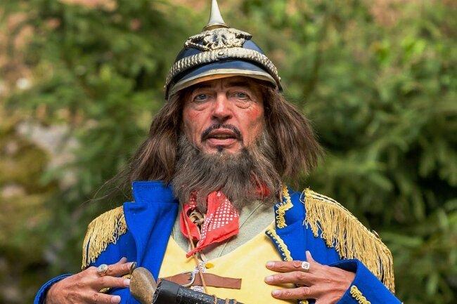 Räuber Hotzenplotz - gespielt von Leander de Marel - eröffnet wie jedes Jahr die Saison auf den Freilichtbühne an den Greifensteinen.