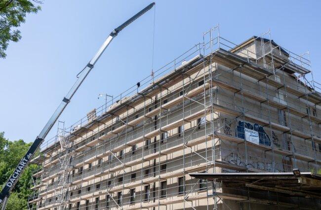 Das neue Dach für künftiges Begegnungszentrum wurde errichtet.