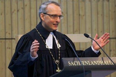 Landesbischof Carsten Rentzing bei einer Predigt.