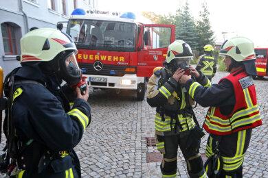 Acht Feuerwehren aus der Stadt und Oberlungwitz waren mit etwa 25 Kameraden im Einsatz.