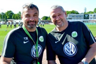 Nach gemeinsamen Zeiten bei den A-Junioren des VfL Wolfsburg sind sie jetzt quasi Trainerkollegen: Thomas Sesselmann (rechts) beim SV Merkur Oelsnitz, Thomas Reis (links) beim Bundesligisten VfL Bochum.