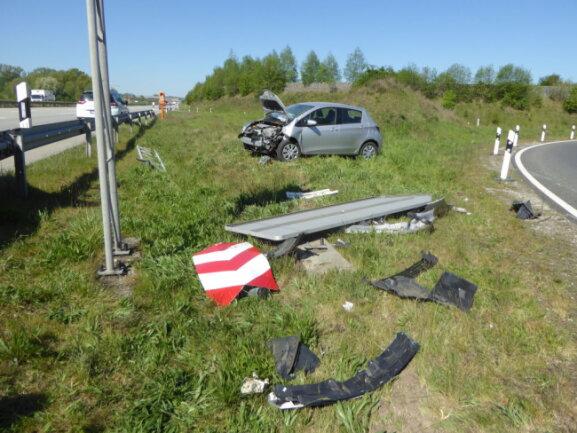 Kurz nach 9 Uhr hat sich auf der A 4 in Fahrtrichtung Erfurt bei der Abfahrt Glauchau-Ost ein Unfall ereignet.