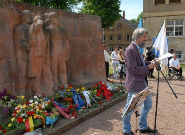 """<p class=""""artikelinhalt"""">Bei der Gedenkveranstaltung im vorigen Jahr sprach auch Ulli Schneider von der Internationalen Föderation der Widerstandskämpfer. Am 5. Juni wird es erneut ein Treffen am Sachsenburger Ehrenmal geben. </p>"""