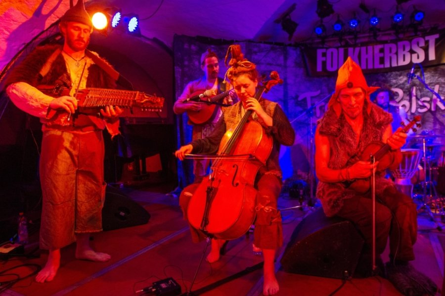 Musiker entführen in Welt der Trolle