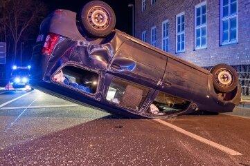 Bei einem Verkehrsunfall am Samstagabend in Rochlitz wurden eine 19-Jährige schwer und eine 43-Jährige leicht verletzt.