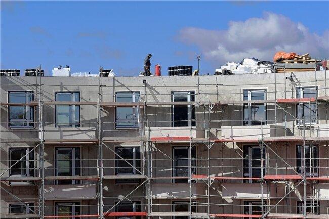 Auf den Baustellen wird zunehmend das Material knapp. Vor allem im Hochbau haben die Firmen Probleme, Baustoffe zu beschaffen.