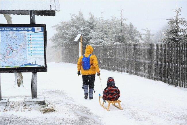 Auf dem Fichtelberg ist der Winter zumindest vorübergehend zurückgekehrt.