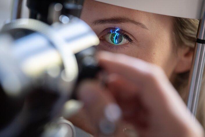 In zwei Modellpraxen sollen ab dem kommenden Jahr Assistenzmediziner augenärztliche Untersuchungen vornehmen.