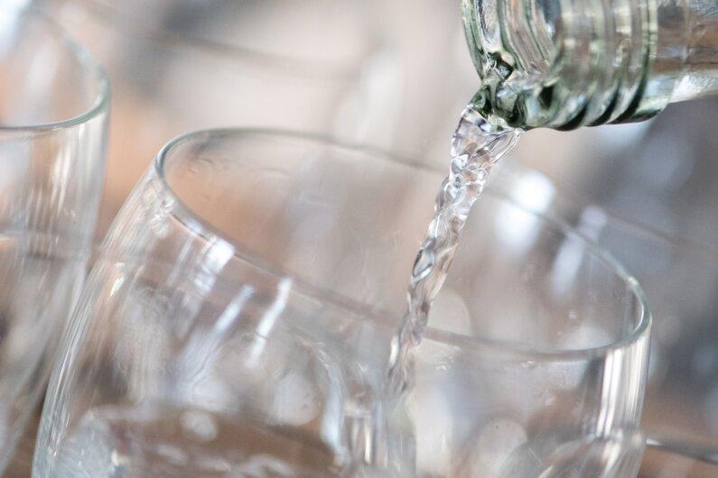 """Auf die hohe Qualität ist Verlass: 27 von 31 getesteten Medium-Mineralwässern erhielten die Note """"sehr gut"""" oder """"gut"""". Vier Medium-Mineralwässer wurden mit """"befriedigend"""" bewertet. Dies ist das Ergebnis eines aktuellen Tests der Stiftung Warentest."""