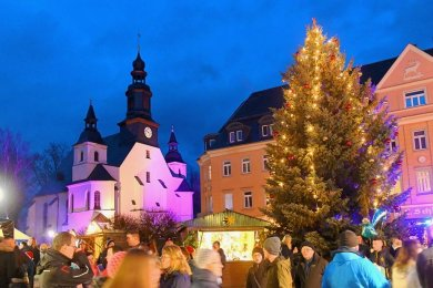 Da war die Welt noch heil gewesen. 2018 zog der Weihnachtsmarkt Reichenbach zahlreiche Menschen an und versetzte sie in festliche Stimmung.