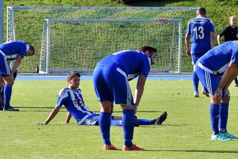 Hängende Köpfe nach dem Schlusspfiff: Die Mittweidaer Sachsenliga-Fußballer haben trotz eines couragierten Auftritts bereits ihr drittes Heimspiel in dieser Saison verloren. Nun geht es in eine zweiwöchige Pflichtspielpause.