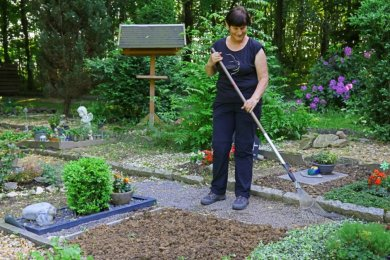 Gudrun Hofmann aus Thurm ist langjähriges Mitglied im Tierschutzverein Zwickau. Sie pflegt den Friedhof und führt die Bestattungen durch.
