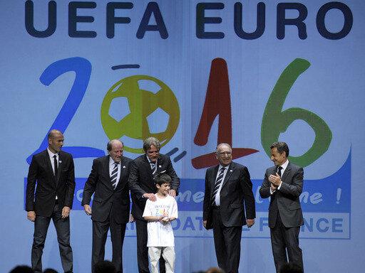 Zidane (l.) und Sarkozy (r.) unterstützten den französischen Verband in Genf