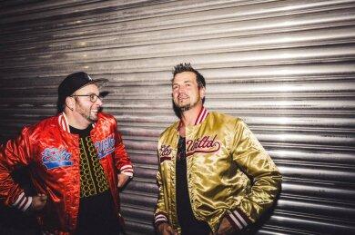 Sebastian Seidel und Rico Einenkel gehen während der Corona-Krise jeden Freitagabend bei Facebook online. Stereoact erreicht so Tausende Fans und bringt sie in ihren Wohnzimmern zum Tanzen.