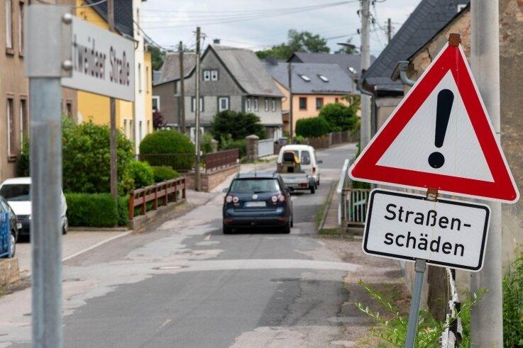 Die Mittweidaer Straße in Wiederau, die S 247, befindet sich in einem schlechten Zustand. Doch mit dem Ausbau dauert es noch.