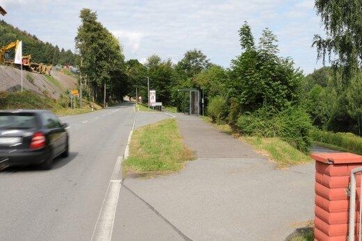 Einer der Problemfälle: Der Geh-Rad-Weg aus Richtung Schwarzenberg mündet am Ortseingang Grünstädtel unmittelbar in die B 101.