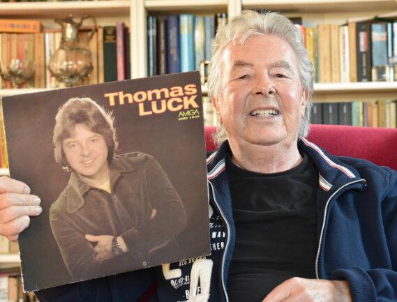 Thomas Lück zeigt seine erste bei Amiga 1978 erschienene Solo-LP.