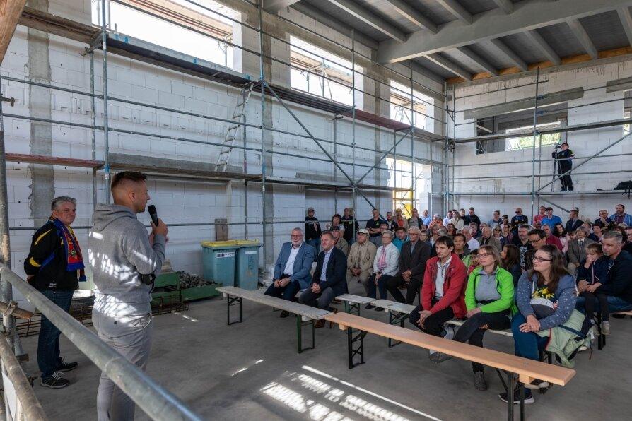 Rohbau macht Sportler und Bürgermeister stolz