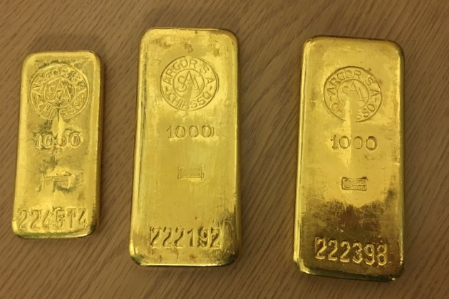 Ein Mann aus Bremen hat in einem alten Küchenschrank diese Goldbarren gefunden und sie zum Fundbüro gebracht. Der Familienvater hatte den Schrank zuvor bei einer Möbelbörse erstanden.