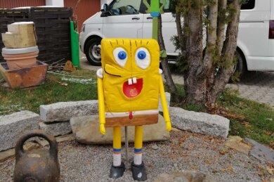 Diese Holzfigur der Nickelodeon-Serienfigur Spongebob ist aus eine Vorgarten in Kleinrückerswalde gestohlen worden.