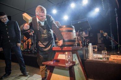 Bürgermeister Steffen Schneider eröffnete am Freitagabend das Oktoberfest in Oederan.