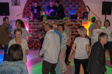 Rund 80 Besucher feierten zu legendären Oldies aus den 60er und 70er Jahren.