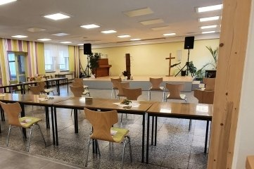 Ein Saal mit 190 Plätzen ist in der ehemaligen Krumhermersdorfer Schule entstanden. In den 2018/2019 erfolgten Umbau zu einem Dorfgemeinschaftshaus - Kosten rund 222.000 Euro - flossen 100.000 Euro an Fördermitteln.