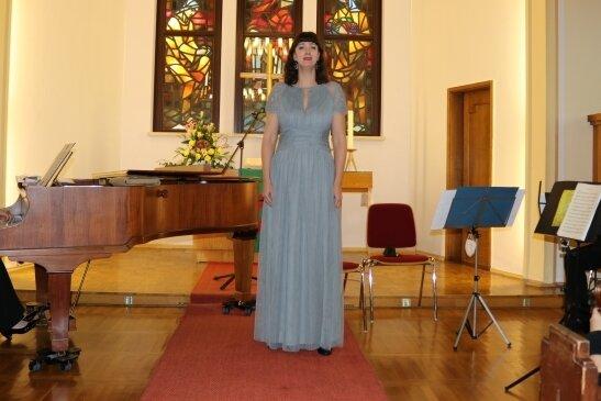 """Mezzosopranistin Manja Jlgen interpretierte gesanglich sowohl das Lied """"Sieben Wochen danach"""" als auch den zweiten Streich von Max und Moritz."""
