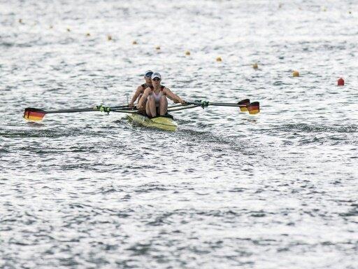 Leonie Pless (vorne) verpasst mit Thoma das Halbfinale
