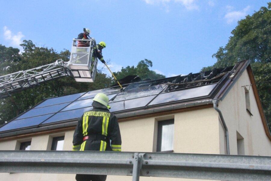 Bei einem Wohnhausbrand kamen im August in Elsterberg mehrere freiwillige Feuerwehren zum Einsatz. Der Gemeindewehrleiter sorgt sich im die Einsatzbereitschaft, um immer rasch löschen zu können.