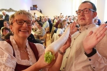 Carmen Krüger und Robby Schubert bei der Festveranstaltung 2018 vor vollem Haus.
