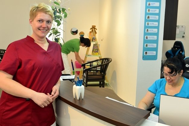 Antje Walke hat die Zahnarztpraxis Leichsenring in Hainichen und alle Mitarbeiterinnen übernommen.