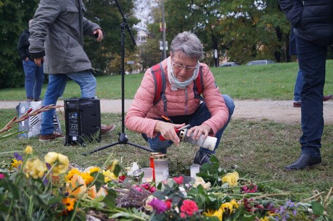 Viele zündeten Kerzen für die Opfer rechtsextremistischer Gewalt an.